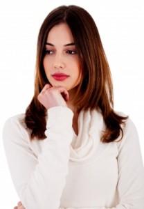 sad woman 208x300 Pertes Blanches Épaisses Et Crémeuses   Comment Les Traiter?